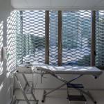 Proyectos en Chile - Clinica Indisa - arquitectura en malla - mallas arquitectonicas - arquitectura con malla desplegada